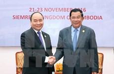 越南政府总理阮春福与柬埔寨首相洪森举行双边会谈