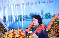 越南国会主席阮氏金银:槟椥省妇女应积极发扬同起运动精神