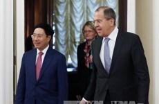 越南政府副总理兼外交部部长范平明与俄罗斯外交部部长举行会谈