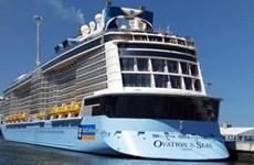 载有4100名游客的海洋赞礼号邮轮抵达越南承天顺化省云脚港