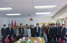 越南国会财政预算委员会代表团对越南驻新西兰大使馆进行工作访问