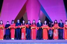 2016年越中商品展销会在高平省拉开帷幕