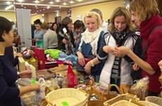 越南参加在斯洛伐克举行的圣诞慈善义卖活动