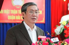越共中央书记处常务书记丁世兄接触岘港市选民