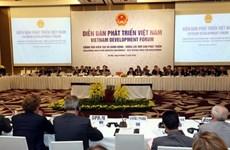 越南政府总理阮春福:越南将努力改善投资生产环境和提高竞争力