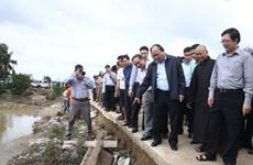 越南政府总理阮春福指导克服平定省洪灾后果