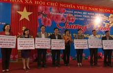 越南各地向贫困家庭、优抚家庭赠送春节礼物