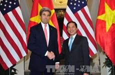 美国国务卿约翰·克里正式访问越南
