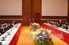 越南政府总理阮春福同日本首相安培晋三共同主持越日企业家座谈会