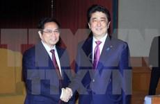 日本首相安倍晋三会见越共中央组织部部长、越日友好议员小组主席范明正