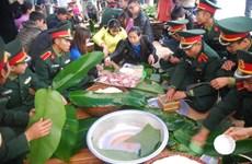 数百人参加包粽子送温暖志愿活动