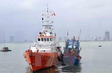 越南移交海上遇险的两名菲律宾渔民