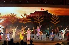 """胡志明市领导会见回国参加""""2017年家乡之春""""活动的越侨同胞"""