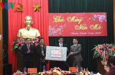 国会副主席丛氏放春节前走访慰问山罗省并拜年