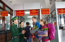广治省劳保国际口岸迎来首两位持电子签证的外国游客