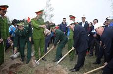"""越南政府副总理张和平出席 """"永远铭记胡伯伯功劳""""的植树节启动仪式"""