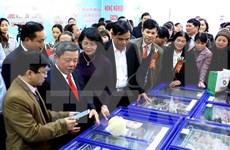 越南国家副主席邓氏玉盛出席越南绿色农产品销售超市黎德寿分店开业庆典