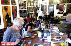 西湖磨漆画培训班——越南磨漆画走向世界的桥梁
