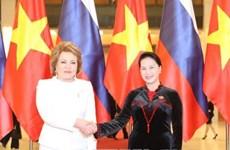 越南国会主席与俄联邦委员会主席举行会谈