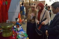 越南文化特色在埃及萨奇雅国际文化节给国际朋友留下深刻印象
