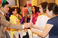 """旅居世界各地越南人举行纪念""""三八""""国际妇女节系列活动"""