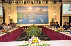 广宁省领导与日本东丽株式会社领导举行工作会议