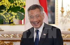 新加坡总理李显龙与夫人开始对越南进行正式访问