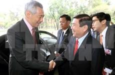 胡志明市人民委员会主席会见新加坡总理