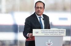 法国总统奥朗德开启东南业之旅 首站抵达新加坡