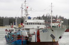 庆和省海上遇险渔船成功拖拽到岸