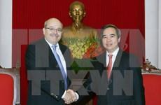 越共中央经济部部长阮文平会见国际货币基金组织专家代表团