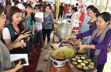 2017年第六届越南南部民间糕饼节吸引3.5万人参加