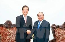 阮春福会见韩国产业银行董事长李东杰