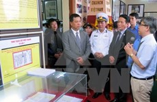 """""""黄沙和长沙群岛归属越南:历史证据和法律依据""""资料图片展在广南省举行"""