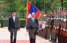 老挝总理通伦·西苏里偕夫人举行仪式欢迎越南政府总理阮春福到访