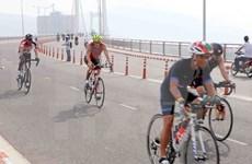 近1400名运动员参加越南2017年70.3铁人三项比赛