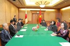 越南国家副主席邓氏玉盛访问日本福冈县