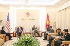 越南国防副部长阮志咏会见美国东盟商业理事会代表团