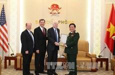 美国参议院军事委员会代表团访问越南