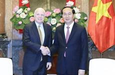国家主席陈大光会见美国参议员约翰·麦凯恩