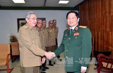 古巴国务委员会主席劳尔・卡斯特罗会见越南国防部长吴春历