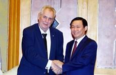 越南政府副总理王廷惠会见捷克总统米洛什·泽曼