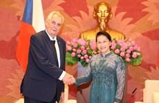 国会主席阮氏金银会见捷克总统米洛什·泽曼