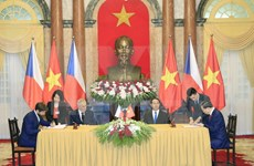 捷克总统圆满结束对越南进行国事访问