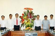 越南祖国阵线中央委员会领导向越通社等媒体机构新闻工作者致以节日祝贺