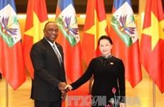 国会主席阮氏金银与海地参议院议长尤里举行会谈