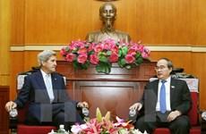 胡志明市委书记阮善仁会见美国前国务卿约翰·克里