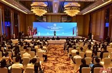越中两国副外长共同主持第十五届东亚论坛