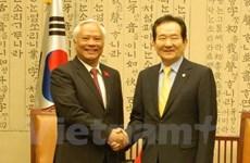 国会副主席汪周刘礼节性拜见韩国国会议长丁世均
