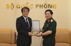 越南国防部部长吴春历会见日本驻越南大使梅田邦夫